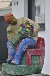 Bildhauer: Stefan Kaiser. Adresse: Siegstraße 12, 50996 Köln.